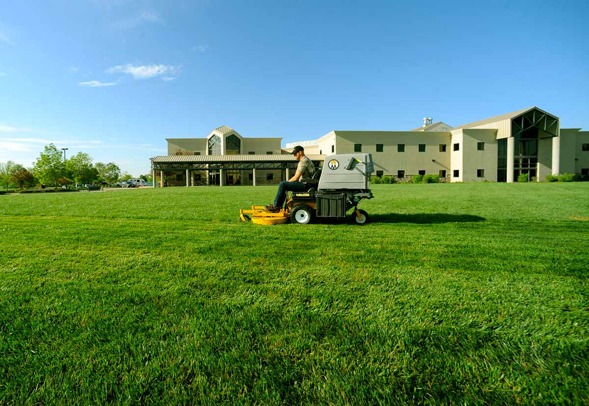 MD21 working in the landscape mowing