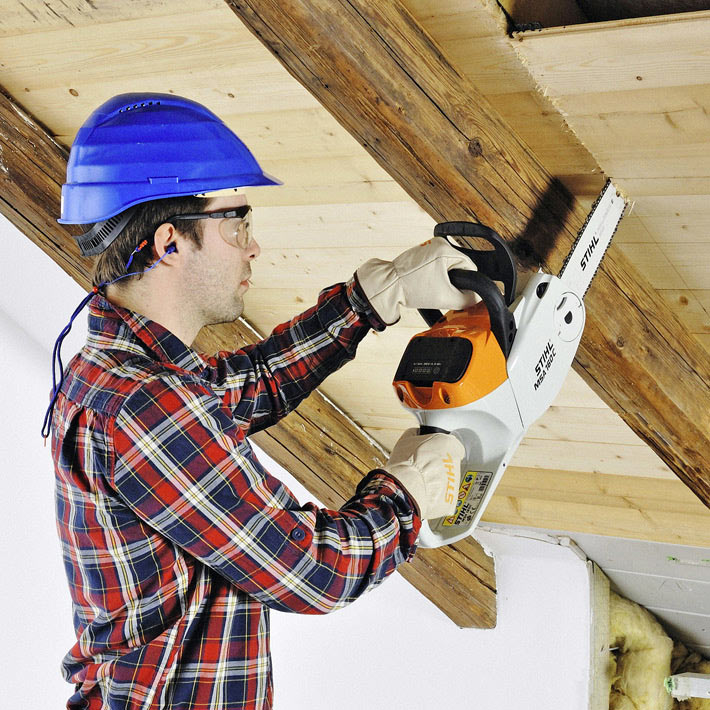 Stihl Battery Chainsaw MSA 160 carpentry work in a ceiling