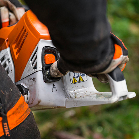Stihl MS 500i - easy access to controls